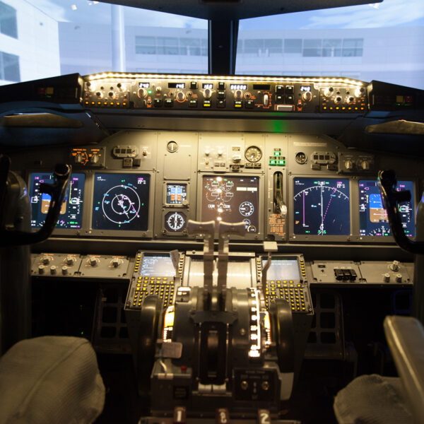 737 800 Simulator Cockpit