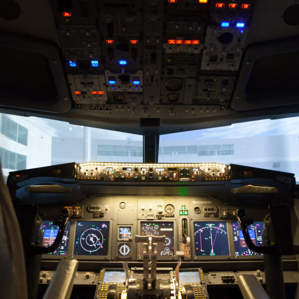737 800 Flight Simulator Cockpit
