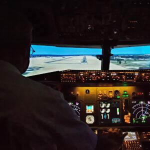 737 800 simulator preparing for landing