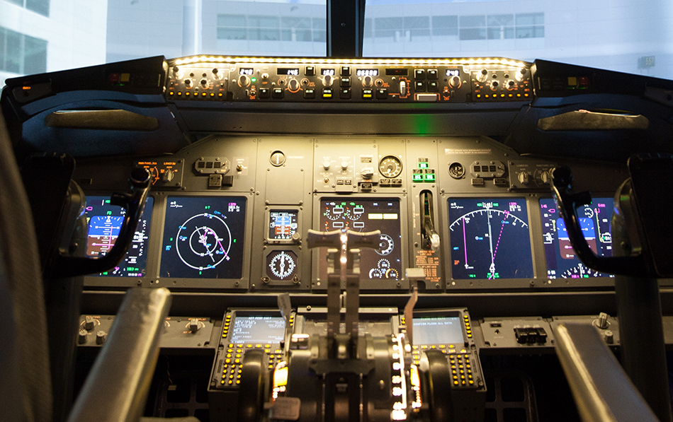 737 800 Simulator Cockpit