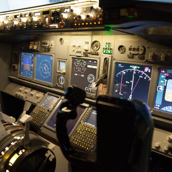 737 800 cockpit